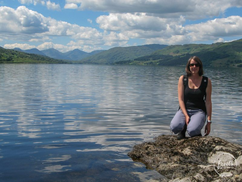 Claudia am Ufer des Loch Katrine, The Trossachs